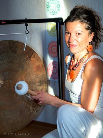 l'univers des sons - Ce sont pour moi d'excellents outils de transformation. Ils nous apprennent à mieux nous connaître, à améliorer notre santé, notre bien-être et à croître spirituellement. Je pratique et enseigne le kundalini yoga depuis 2009 et le hatha depuis 2013. Un voyage dans la conscience qui a complètement transformé ma réalité.Passionnée par le yoga, c'est toujours avec beaucoup de joie et d'amour que j'essaie de faire jaillir ce qu'il y a de plus beau dans chaque être qui participe à mes cours.