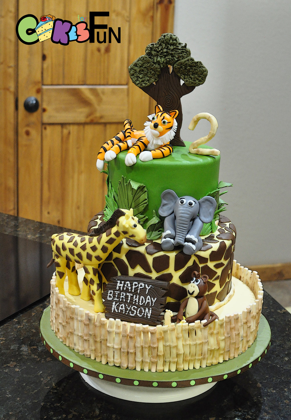 Jungle or zoo Cake.jpg