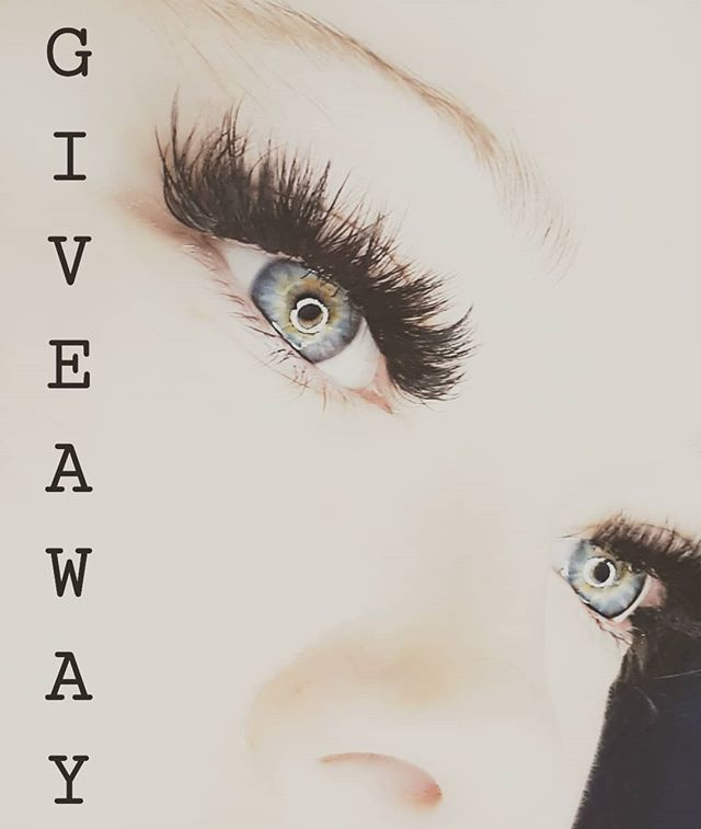 ITS GIVEAWAY TIME! One lucky winner will receive a full set of MEGAVOLUME lash extensions valued at $250!!!! RULES-  1. Follow my page AND repost this photo (on your story or page)  2. TAG your friends who love lashes😍😍(one tag per comment please, THE MORE FRIENDS YOU TAG THE MORE ENTRIES YOU GET)  3. COMMENT your favorite Christmas movie.  The winner will be chosen at random on Saturday December 15th @7pm on Instagram live! Please follow ALL the rules (I will check) to ensure you have a valid entry! Winner must be able to come to my in home studio in edmonton for the service. #yeggiveaway #giveaway #holidaygiveaway #yegvolumelashes #yegmegavolume #megavolumelashes #lashartist #yeglashartist #edmontonlashtech #volume #fluffylashes #megavolume  #lashboxla #0.03lashes #lashlady #yeglashlady