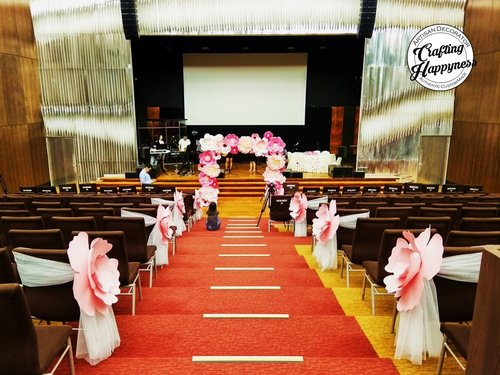 Church weddings crafting happyness giant paper flowers decor for church wedding junglespirit Image collections