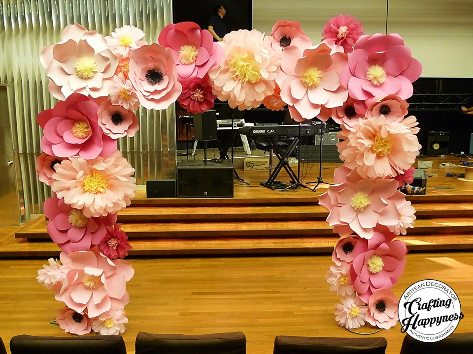 Rare paper flowers wedding crafting happyness giant paper flowers on a large 10 feet by 10 feet arch mightylinksfo