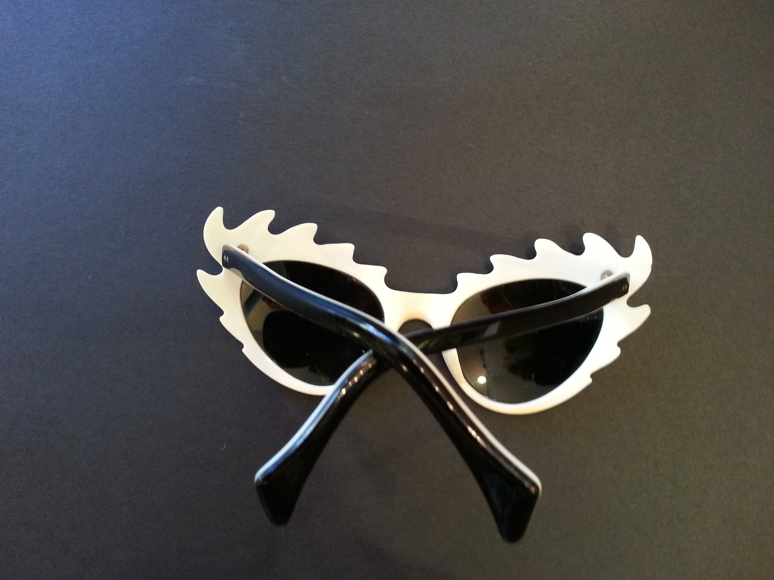 01aecd8270b Outrageous 1950 s Sunglasses with Black Flames   White on Reverse ...