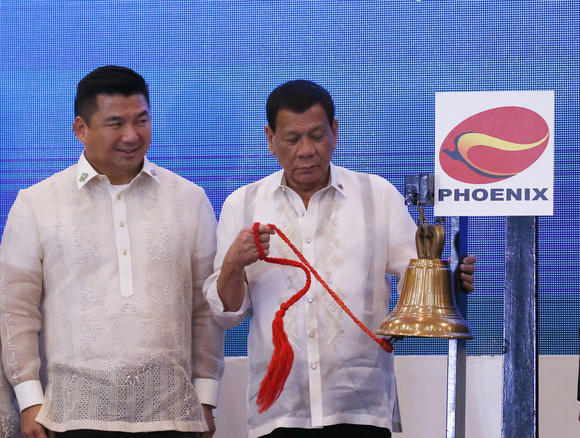 Philippine tycoon Dennis Uy, left, says he feels confident investing with President Rodrigo Duterte, right, in power. © AP