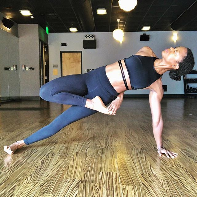 On to day 10 of the Black Girl Yoga challenge and @daughteroftheuniverse chose vasisthasana / side plank for us. I played around with this tree pose variation, I guess maybe it's called fallen tree? 🌬🌳Tomorrow is my day to host and I'm looking forward to it! 〰️ It's day 10 of my 18 day Ayurvedic cleanse. I'm over the hump and honestly it hasn't been that bad. For the past two days I've been eating kitchari for each meal (there's the option to have super plain grains such as oats made with water for breakfast, but I muuuuuch prefer the veggie kitchari I made instead, I'll post the recipe soon). Three more days to go then it's kitchari only once a day for the next 5 days. It's been relieving having something delicious and homemade at the ready for the 4 small meals I eat daily. I usually make my meals for the day first thing in the morning, but feel like I've got more time for other aspects of my life. I'm realizing that meal prepping more often would likely have more of a positive impact than I initially thought. Maybe once I move to Cali I'm a few weeks I'll make it more of a priority. In the meantime I'm trying not to buy too much food since I'm moving out November 4th. Op, just triggered a mini anxiety attack, gotta run 😂🙄😫. 〰️ The Tribe: Day 1 @vnessamerie - tiger pose  Day 2 @sunkissed__goddess - fierce pose  Day 3 @iamreneewatkins - kapotasana Day 4 @blackyogamom - dancers pose  Day 5 @yoga_by_leslie_davis - headstand eagle legs Day 6 @littleyogijay - epk2 Day 7 @yogasihnuu - standing split Day 8 @yogaloveny - warrior ii Day 9 @begoodkarma - eight angle pose Day 10 @daughteroftheuniverse - side plank Day 11 @doimoveyou - flying pigeon Day 12 @lisa.n.london - handstand  Giveaway by @athleta