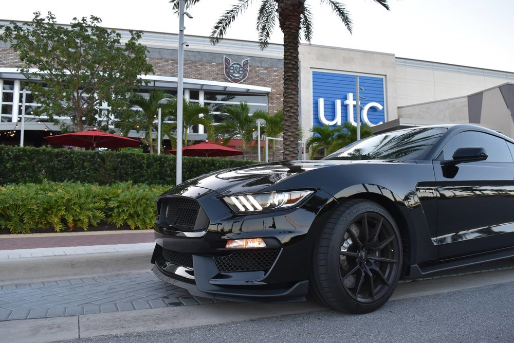 Mike's GT350 outside Burger & Beer Joint Sarasota!