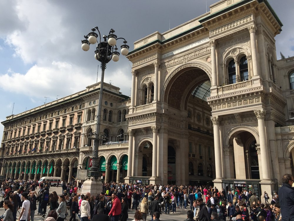 The streets of Milano packed with people