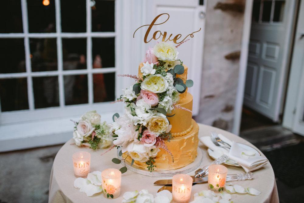 29 Appleford Estate Wedding Gorgeous Wedding Cake.jpg