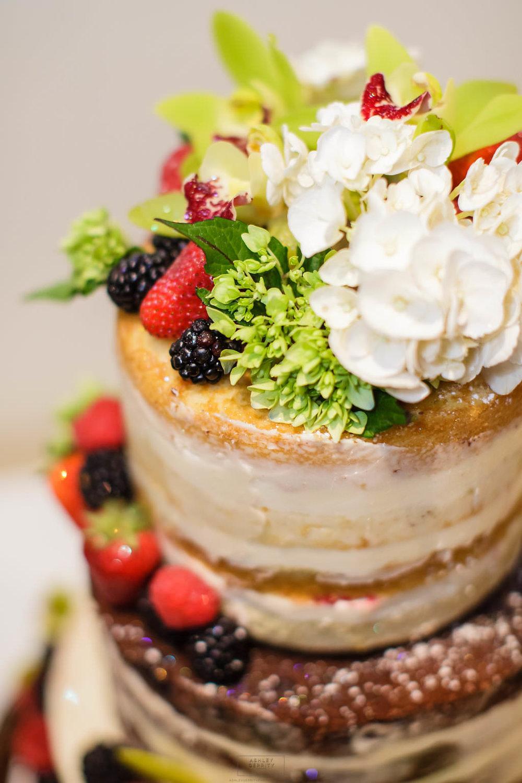 12 Naked Cake Flowers White Hydrangea Green Hydrangea.jpg