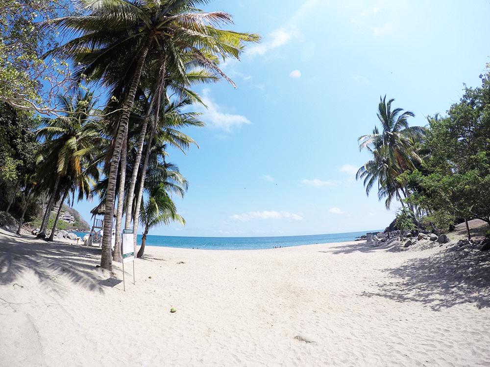 playa-de-los-muertos-sayulita.jpg