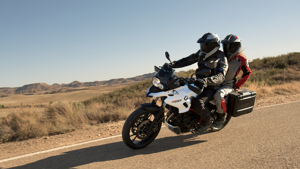 BMW_Yearshoot_K70_RIDING_Pillion_0129_1920.jpg