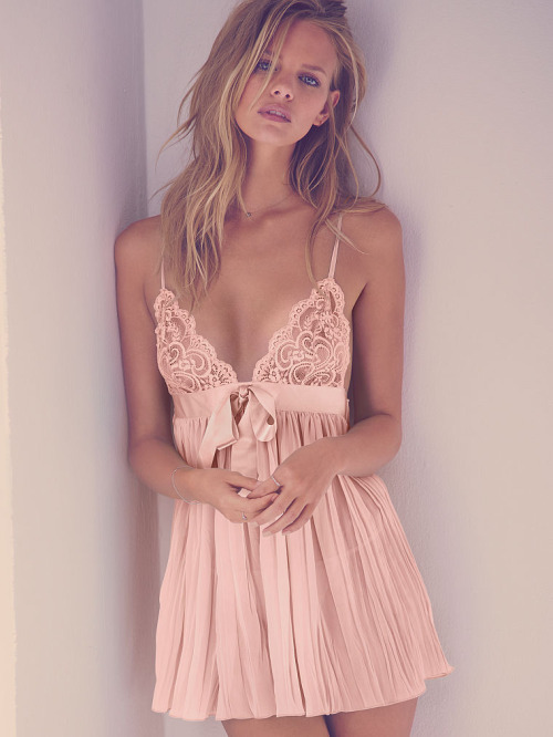pleated baby doll - victoria secret - $39.50