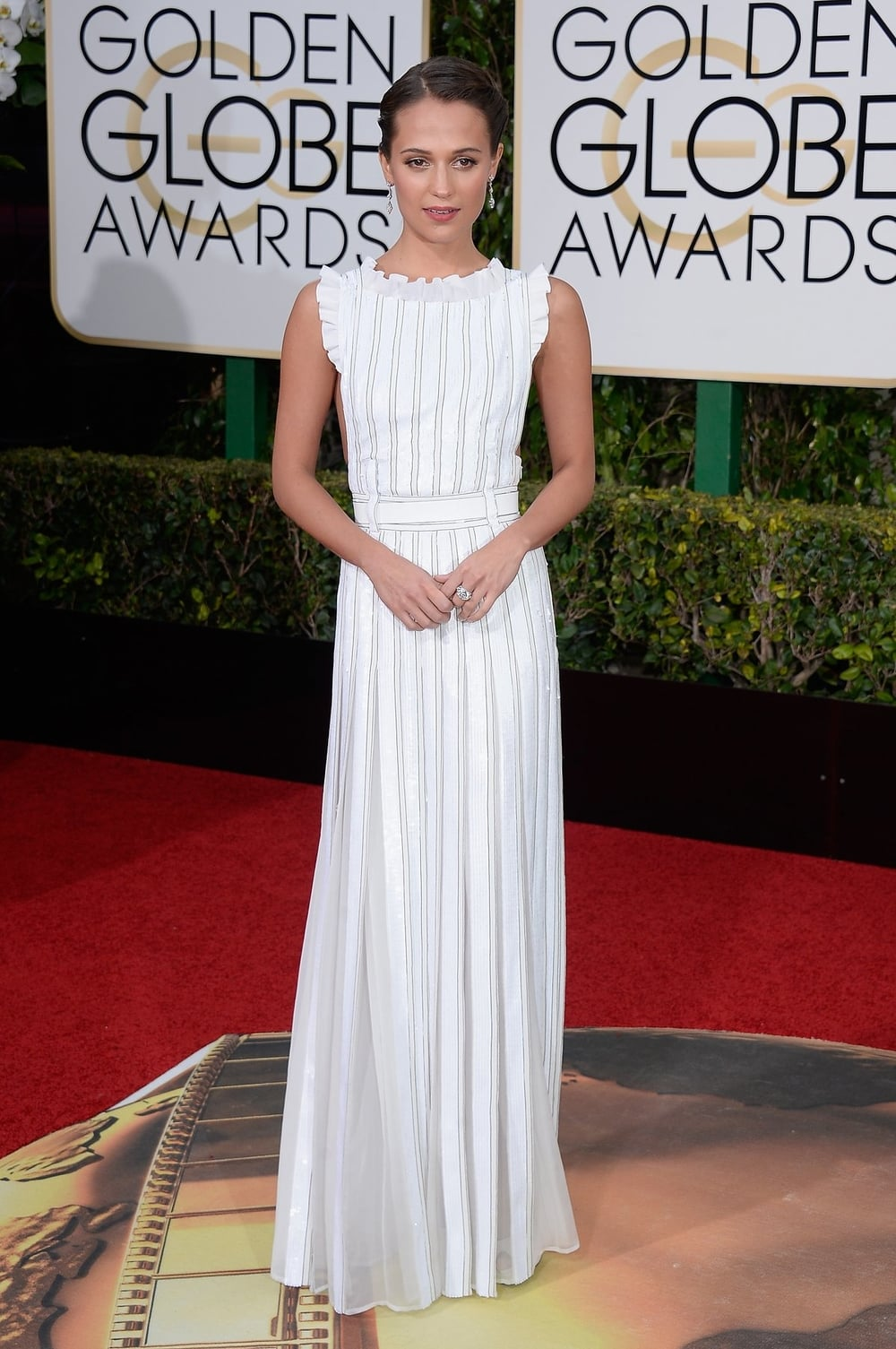 alicia-vikander-golden-globes-2016.jpeg