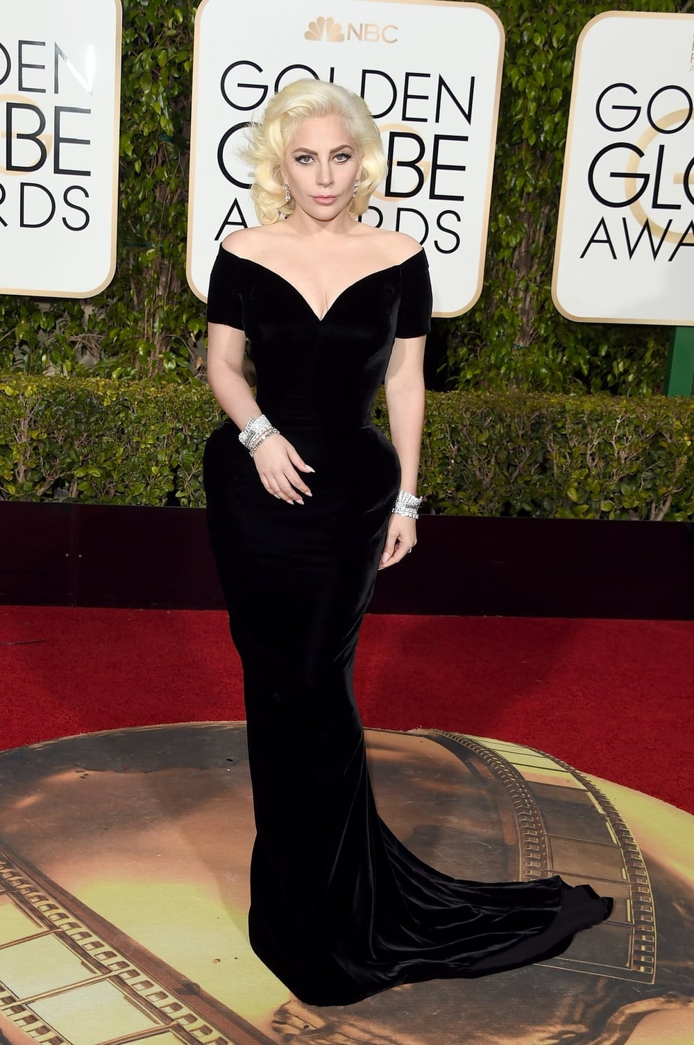 lady-gaga-golden-globes-2016.jpeg