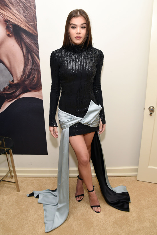 Hailee-Steinfeld-W-Magazine-Best-Performances-Celebration-Pre-Golden-Globe-Party-2017-Red-Carpet-Fashion-Atelier-Versace-Tom-Lorenzo-Site-1-1-1.jpg
