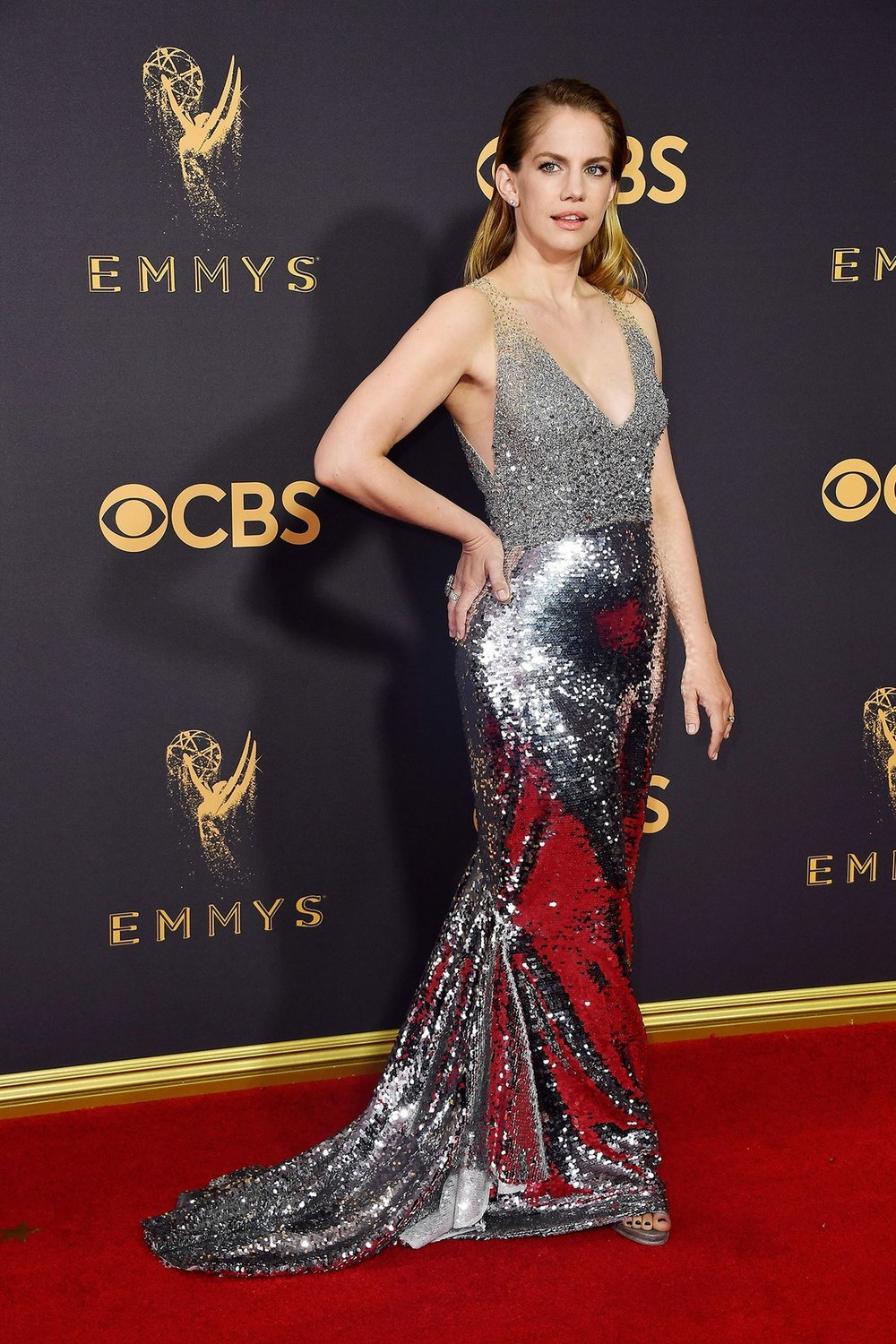 Anna Chlumsky in  Sachin & Babi  dress,  Forevermark  jewelry, a  Tyler Ellis  clutch, and  Paul Andrew  shoes.
