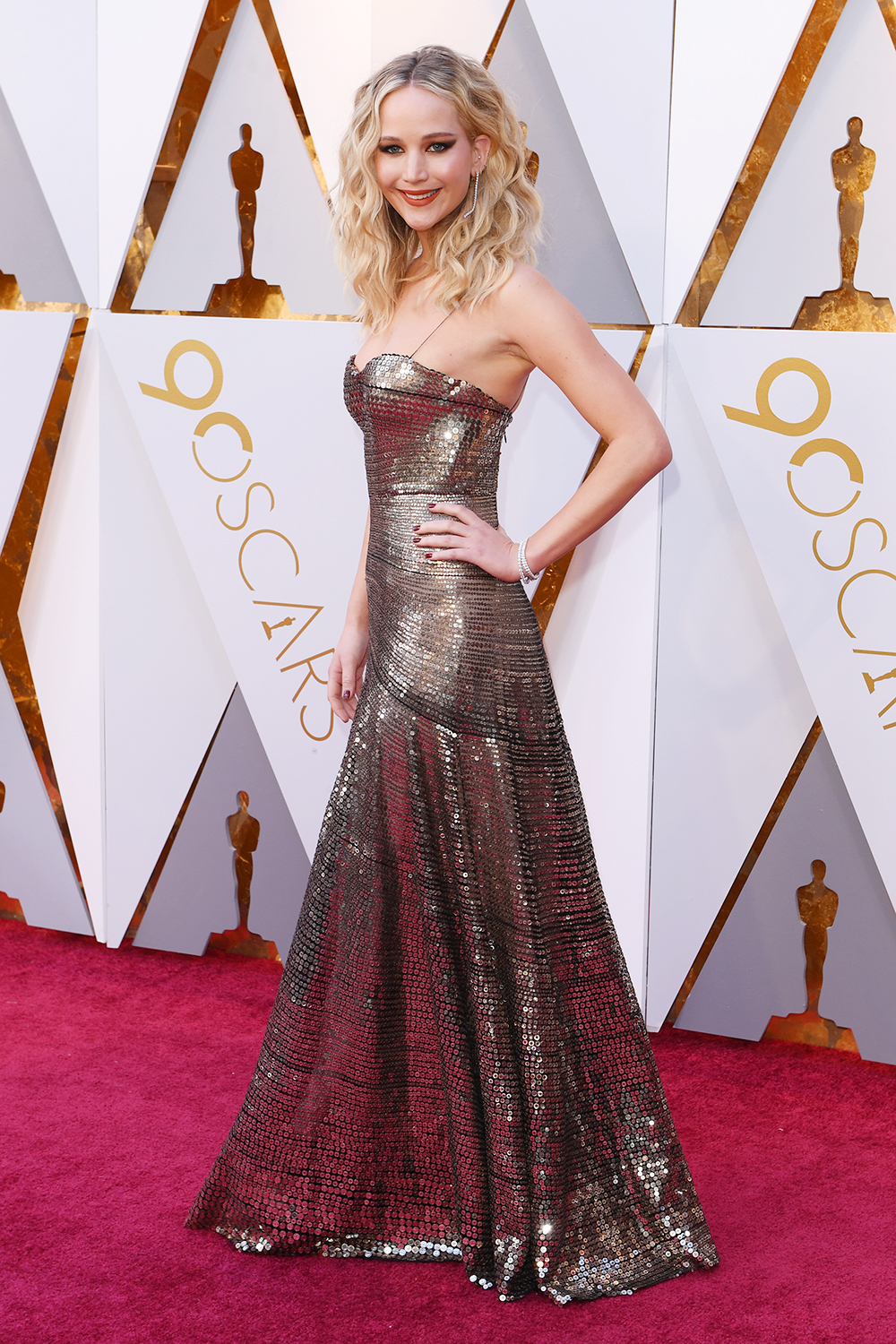 jennifer-lawrence-oscars-red-carpet.jpg