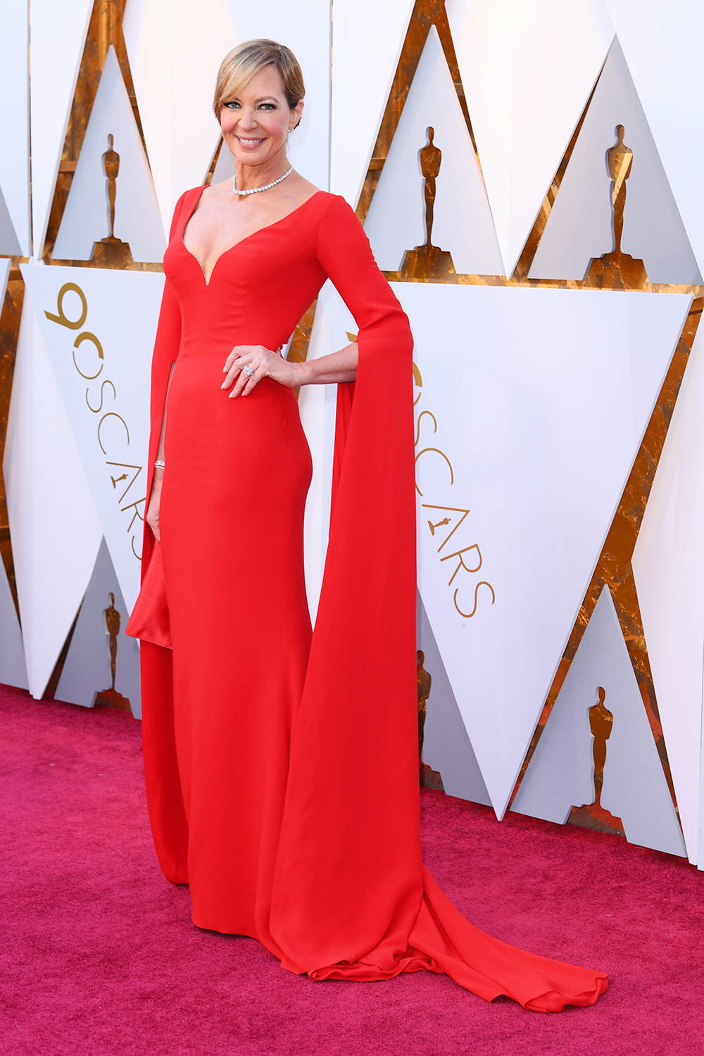 allison-janney-oscars-red-carpet.jpg