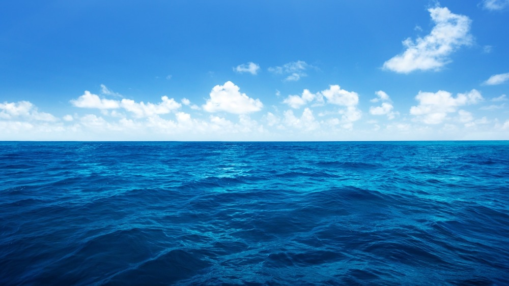deep-blue-ocean-with-cloudy-blue-skies-800x480.jpg