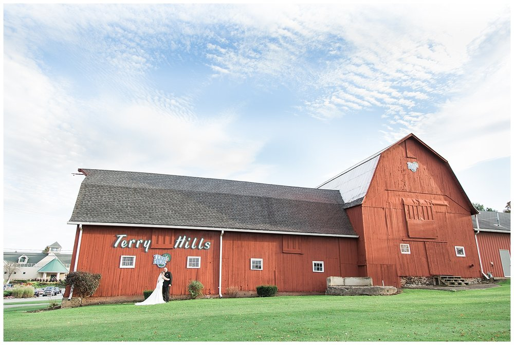 Jessica and Scott McKay - Terry Hills Golf Course - Batavia NY - Lass and Beau-813_Buffalo wedding photography.jpg
