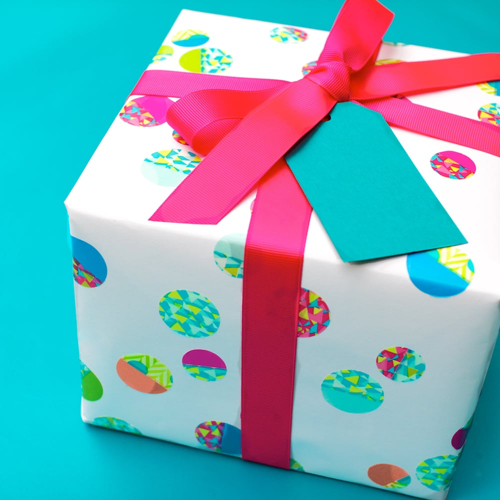 5-detail-dot_paper-kids_birthday-wrapping.jpg