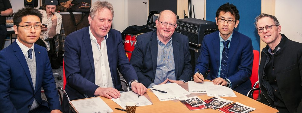Hi guys! - I'm very proud to mention the letter of intent Hammond Suzuki Europe and Codarts signed on Tuesday April 17 in which both shared their interest in promoting the education in Hammond organ at Codarts. In my opinion, this is a huge step in developing eductation at the highest possible level!