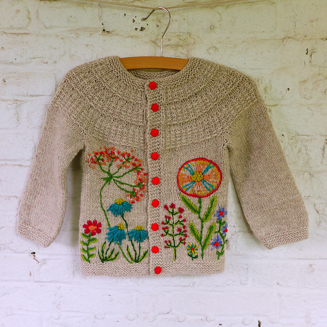 Hyphen cardigan by Kunibert - pattern by Frogginette Knitting Patterns