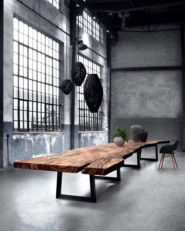 Mano Table