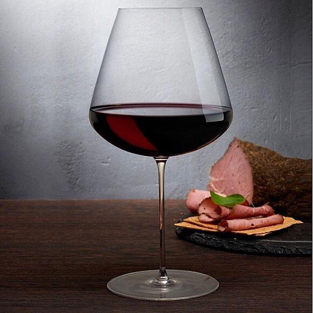 """Vi presenterer STEM ZERO fra @nudeglass - laget med vår """"Ion Shielding Technology""""som gjør glassene til verdens sterkeste, men fineste krystalinglass.  Du kan si det er vakkert sterk.  Stem Zero har et enkelt utvalg av de elegante og svært sofistikert glassene. Disse er laget for å tilfredsstille den mest kresne vinkjenneren.  Eleganse personifisert i disse perfekt utformede klokkene, gir hver enkelt glass sine helt egne egenskaper og vinen beholder både aroma og fizz. @roamdk #rødvinsglsss"""