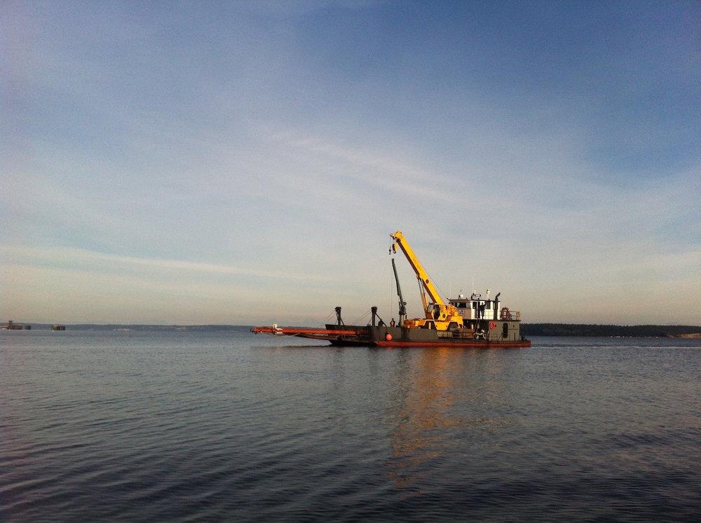 Marine salvage mast of a sailboat sunken vessel