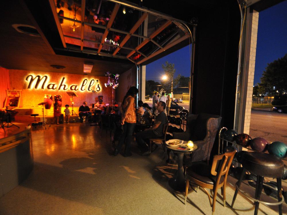 FN_Cleveland-restaurant-guide_mahalls-interior_s4x3.jpg