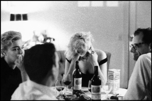Yves Montand watching Marilyn Monroe who's watching Arthur Miller who's watching  Simone Signoret who's watching Yves Montand