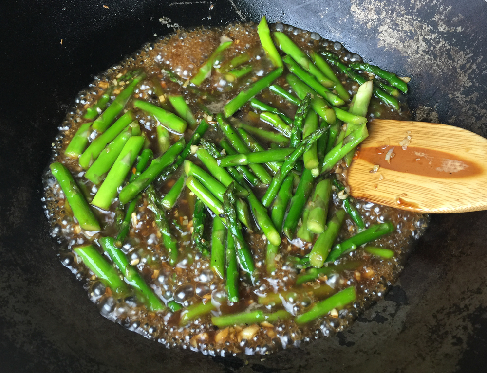 Stir-frying asparagus