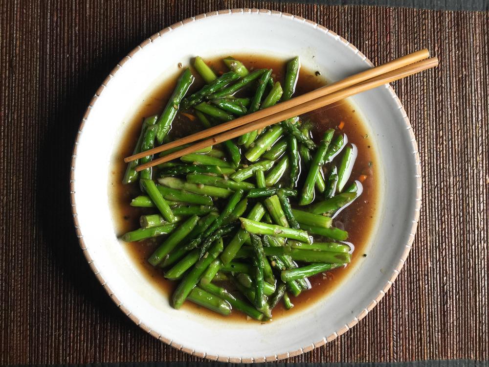 Lucky Peach's stir-fried asparagus