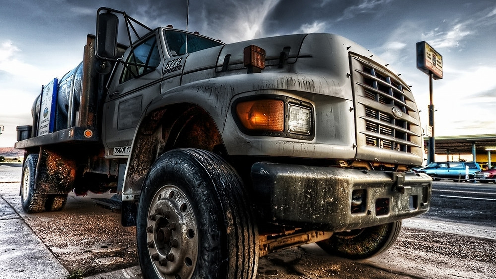 Truck-Is-Big-Cars-Wallpaper-Background.jpg