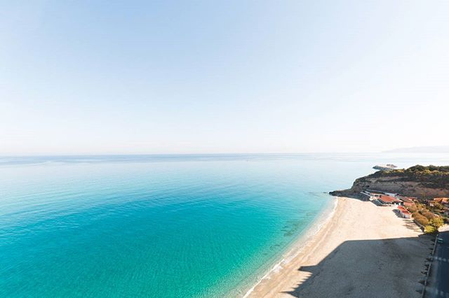 Buongiorno Tropea 😍 . . . . . . . . #italia #italiasocial #visititaly #wanderlust #travelphotographer #travel #ig_italia #summer #tropea #calabria #instadaily #beautifuldestinations #travelgram #travelblogger #bella #photooftheday #photographer #beach #viaggiare #landscape #goodmorning #holiday #journey #italy #sea #instatravels #explore #goals #adventure #welltravelled