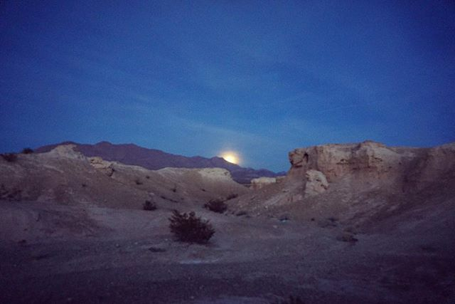 Super moon rising on New Years Day at Tule Springs #supermoon #moonrise #bluemoon #newyearsday #happynewyear #2018 #tulesprings #vegas #lasvegas #landscapes #travelnevada