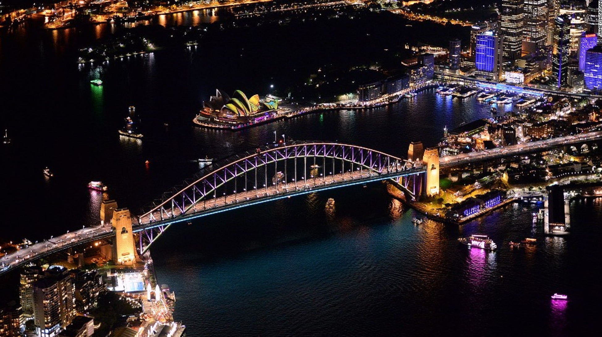 vivid sydney at night