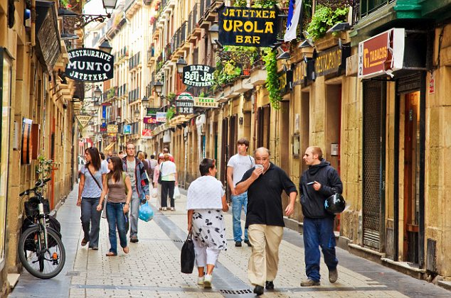 Street in old town, San Sebastian, Guipuzcoa, Basque Country, Spain