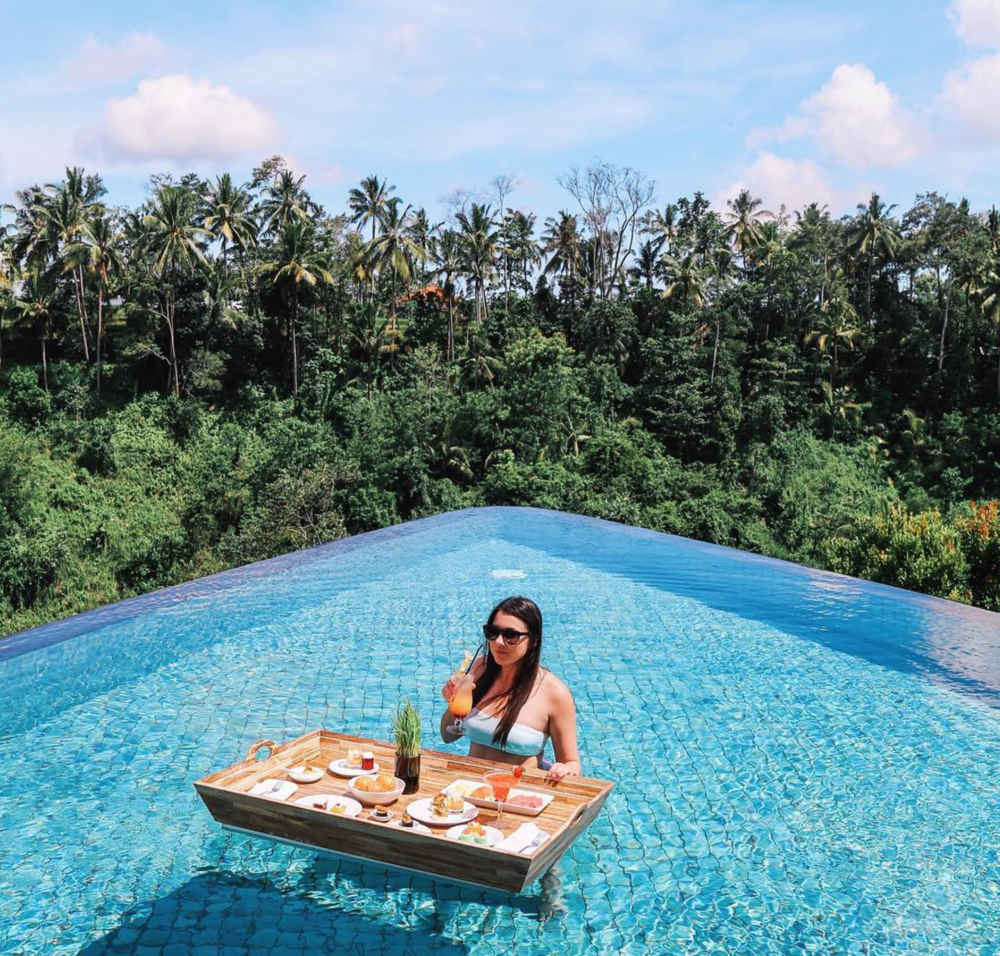floating-breakfast-ubud-bali-infinity-pool