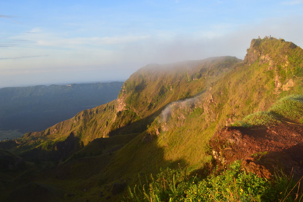 Have you hiked a volcano?! You can do that in Bali!! Mount Batur is an amazing hike, read on for info & tips for the BEAUTIFUL sunrise trek up the volcano!
