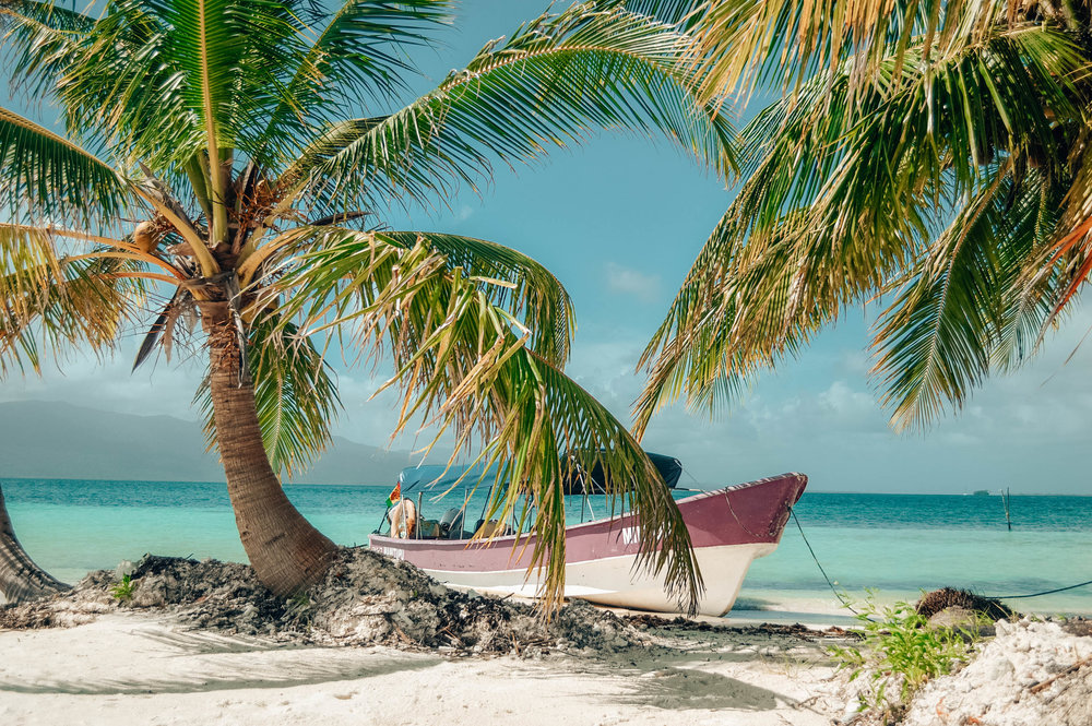 How to visit the San Blas Islands, AKA the ULTIMATE paradise. These lesser-known Caribbean islands are absolutely INCREDIBLE! Click through for all the details, tips, and heart-eye-inducing photos. / goseekexplore.com / @allyarcher