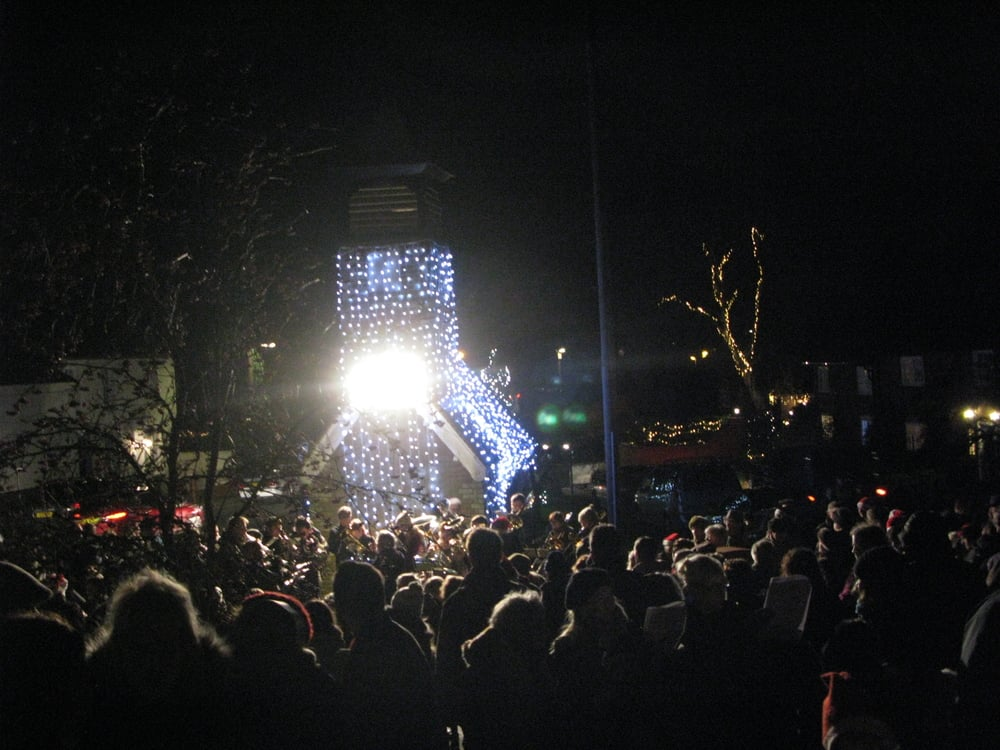 carols on the green crowd.JPG