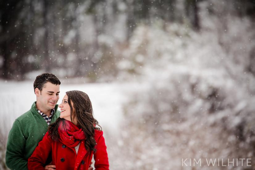 snowy-engagement-pictures-12