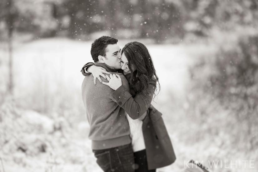 snowy-engagement-pictures-14