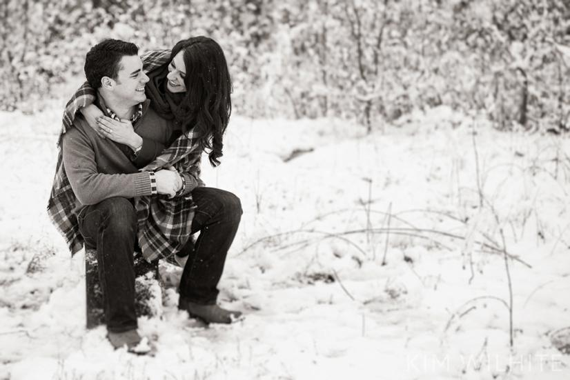 snowy-engagement-pictures-22
