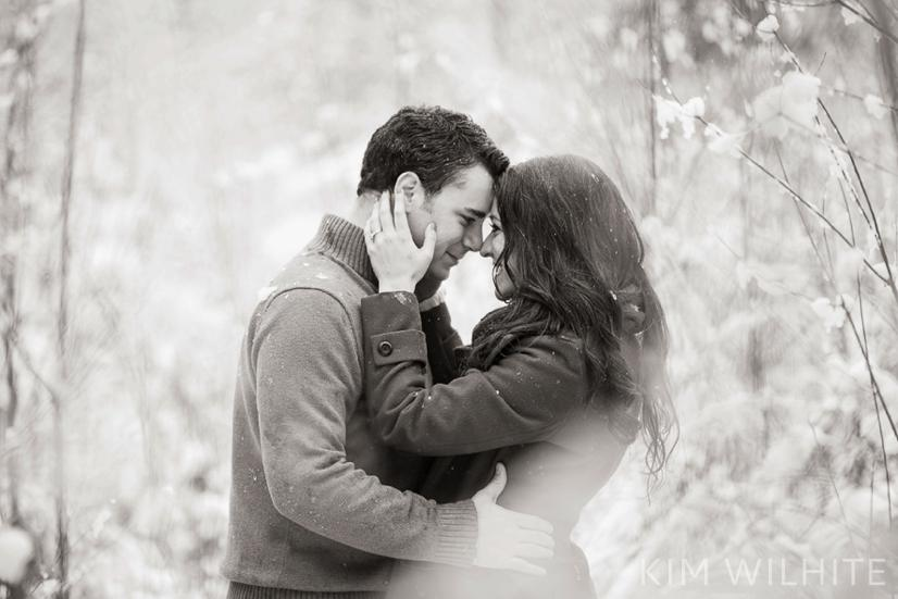 snowy-engagement-pictures-38
