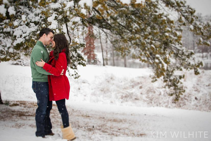 snowy-engagement-pictures-7