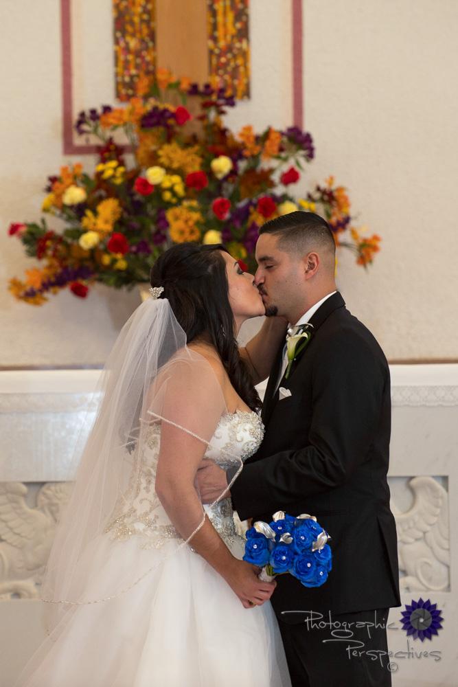 New-Mexico-Catholic-wedding-first-kiss-1255.jpg