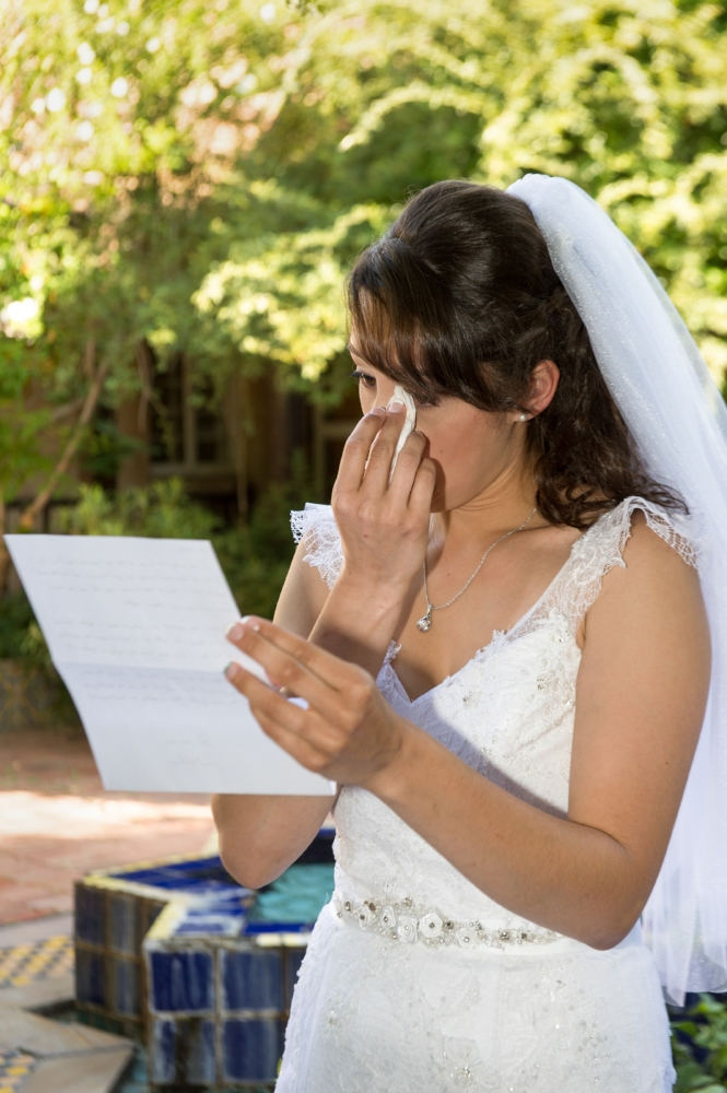 albuquerque photography, Wedding Preparation, Emotional Letter, Bride reading letter from Fiance, Albuquerque Wedding Photographers, Tearful Bride, Emotional Bride, Emotional Moment