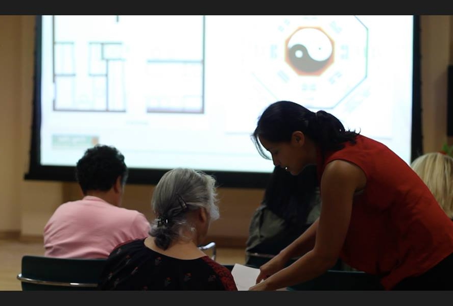 feng shui expert laura cerrano helping student at workshop.jpg